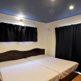 アクセントカラーの寝室
