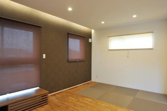 家歴を継ぐハナレの部屋 リビングにあるコンパクトな畳コーナー