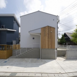 朝日の家Ⅵ (コンパクトな白い外観)