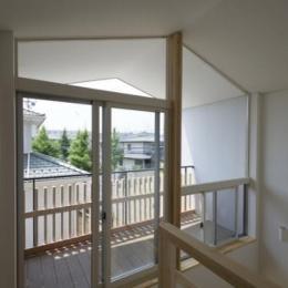 朝日の家Ⅵ (廊下と一体感のあるウッドデッキ)