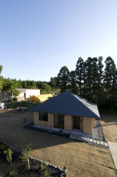 方形の庵 (個性的な平屋)