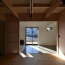方形の庵の写真 開放的な空間