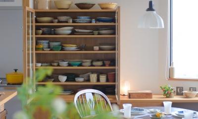 大好きな食器が詰まった造作の食器棚|ギャラリーのようなAさんの家