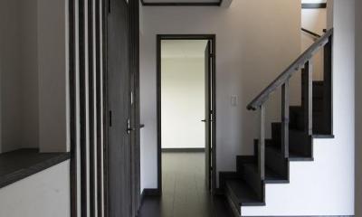 黒塗りの和モダン (1階玄関ホール)