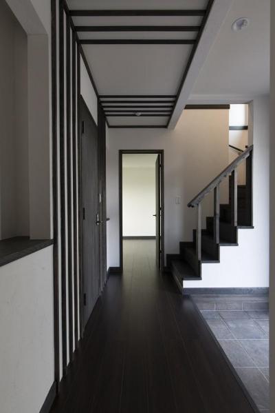 1階玄関ホール (黒塗りの和モダン)