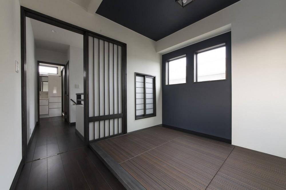黒塗りの和モダン (タタミ3畳の和室を見る)