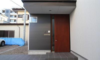 世田谷の家 (木製玄関ドア)