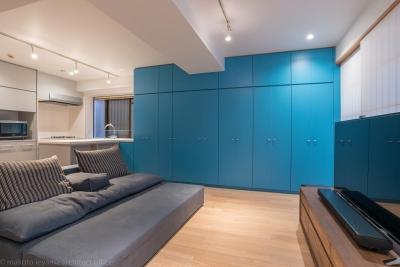 リビング壁面収納 (並木町のマンション|収納家具と障子で住戸のイメージを一新)