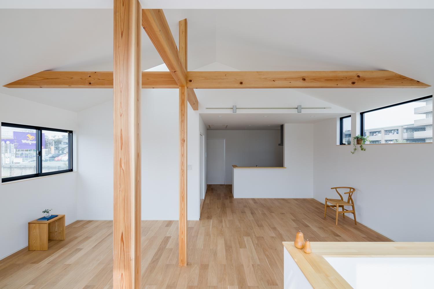 木立を望む家の部屋 LDK-1