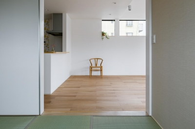 木立を望む家 (LDK-3(和室からみるLDK))