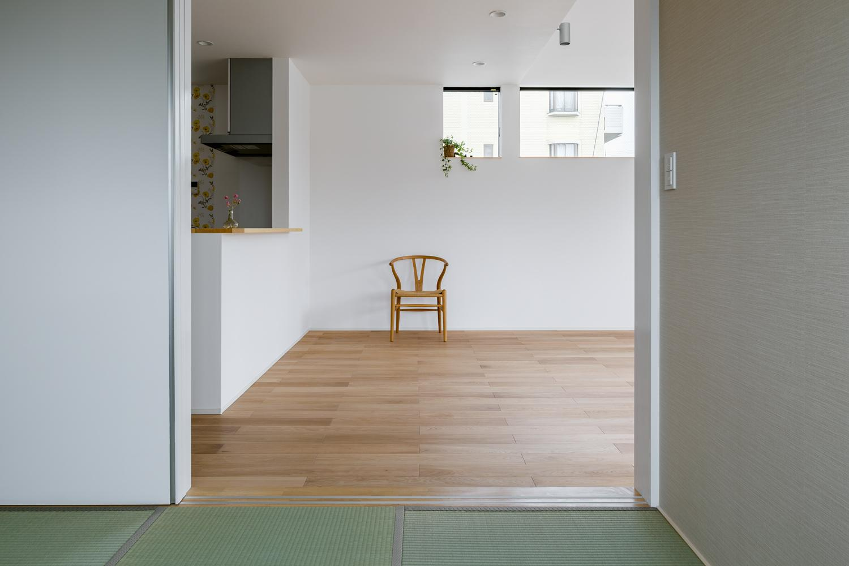 木立を望む家の部屋 LDK-3(和室からみるLDK)
