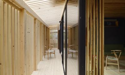 木籠 (ルーバーにおおわれた半外部空間)
