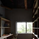 壁収納のある書斎