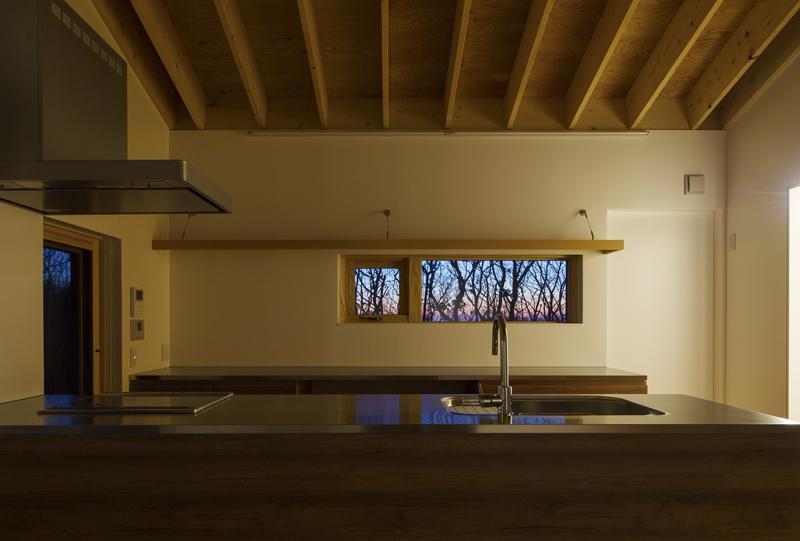 CNANの部屋 キッチンから見える森の風景