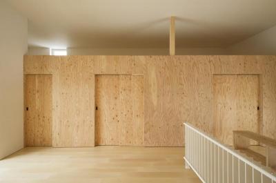 ロフト下は引き戸を閉じると個室空間に (CYIN)
