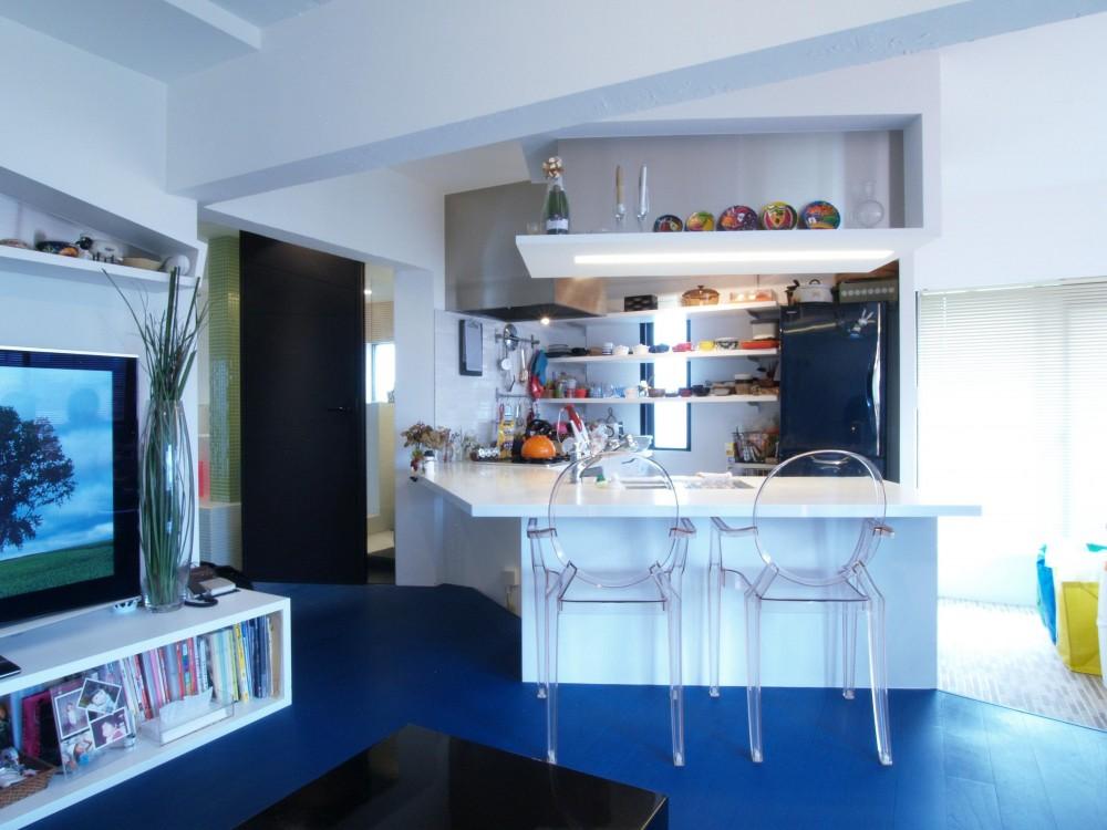 Loci—壁を取り払えず、すべてガラス張りに (キッチン)