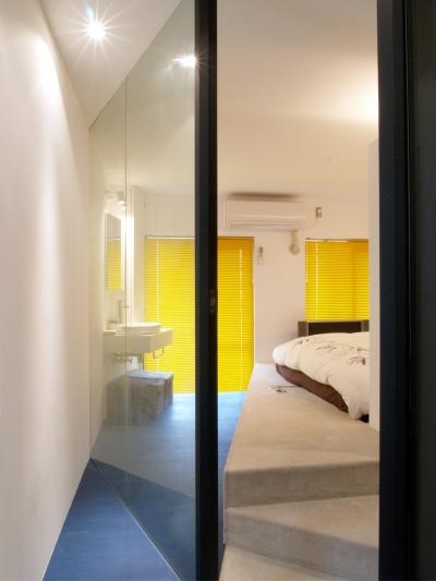 ベッドルーム (Loci—壁を取り払えず、すべてガラス張りに)