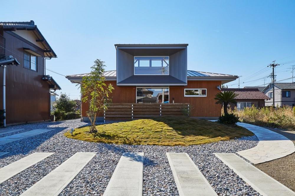 回光の家 (畑が多く残るのどかな住宅地に建つ住宅)