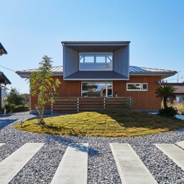 畑が多く残るのどかな住宅地に建つ住宅 (回光の家)