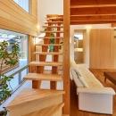 回光の家の写真 木を感じるオープン型階段