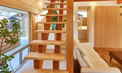 回光の家 (木を感じるオープン型階段)