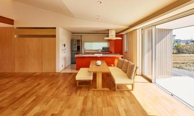 アクセントカラーのダイニングキッチン|回光の家