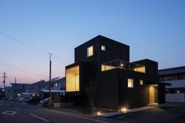土岐の住宅 (旧街道のおもかげが残る県道に面した住宅-夜景)