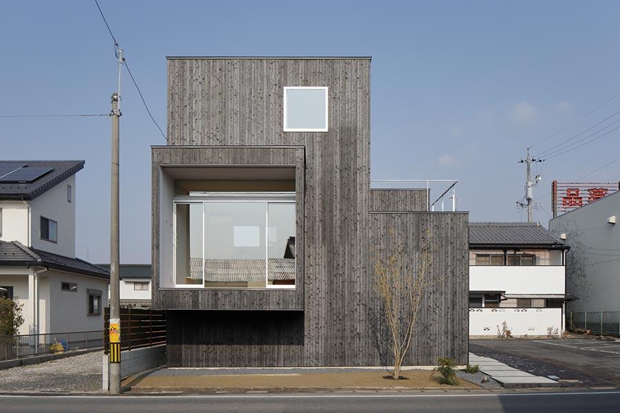 土岐の住宅の部屋 旧街道のおもかげが残る県道に面した住宅。