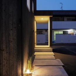 土岐の住宅-玄関アプローチ