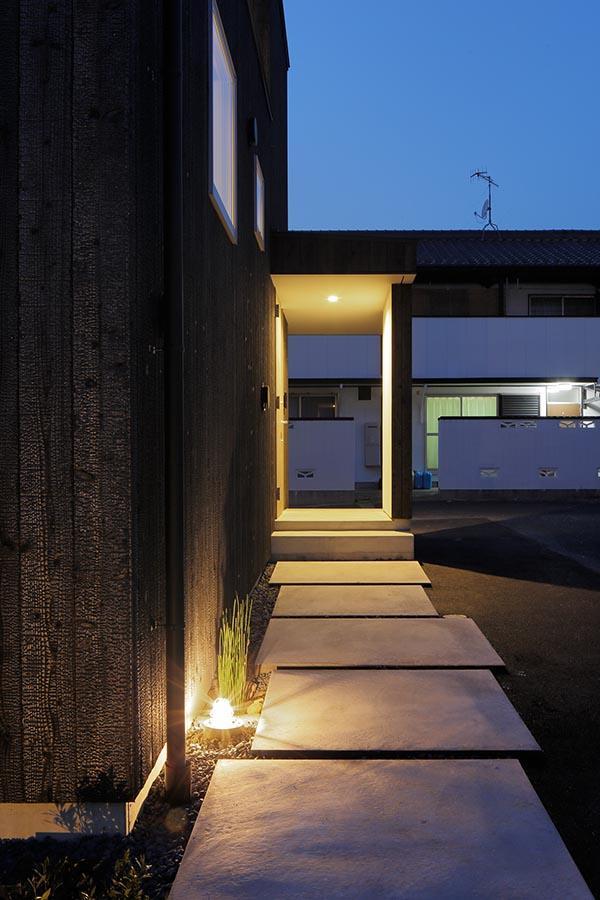 土岐の住宅の部屋 玄関アプローチ