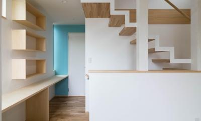 三層回遊の家 (ストリップ階段)