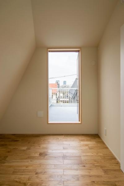 子ども室とルーフバルコニー (三層回遊の家)