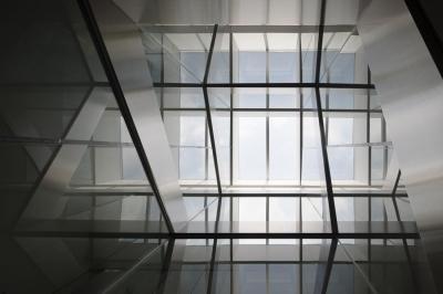 御器所の住宅 (光が差し込むガラス空間)