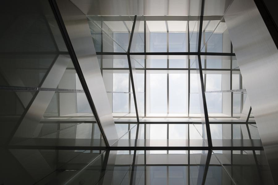御器所の住宅の写真 光が差し込むガラス空間