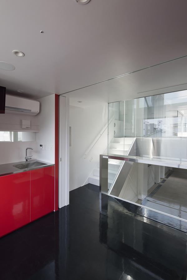 御器所の住宅の写真 アクセントカラーのキッチン