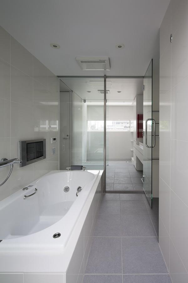 御器所の住宅 (落ち着いた雰囲気のバスルーム)