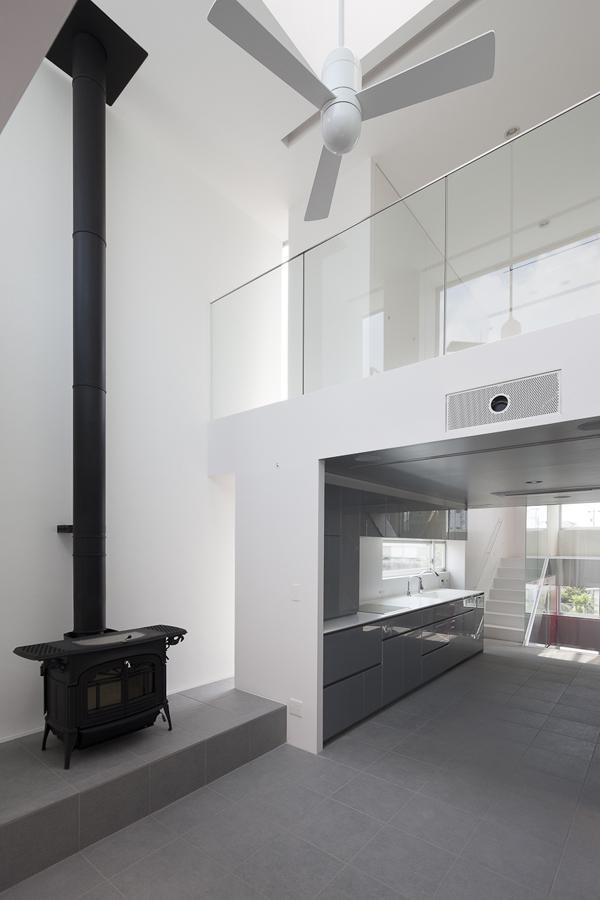 御器所の住宅 (リビングにある暖炉)