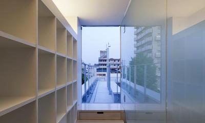 屋上に上がる階段収納|御器所の住宅