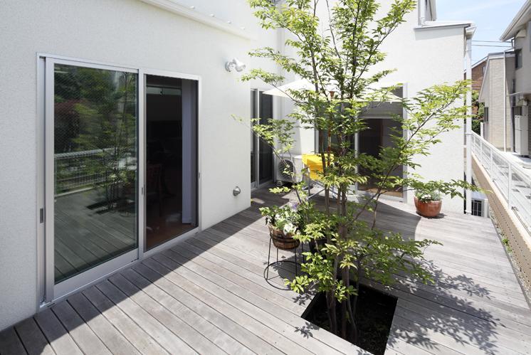 目黒区柿の木坂 I邸の部屋 中庭