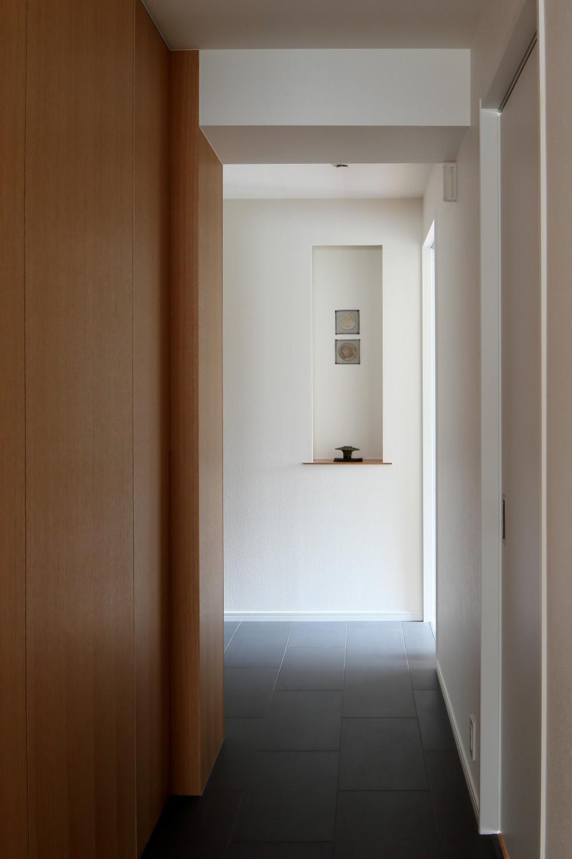 シンプルと響きあう (廊下)