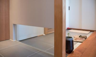 不動前Tさんの家 (玄関とトイレの壁)