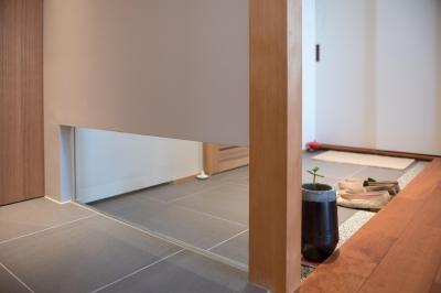 玄関とトイレの壁 (不動前Tさんの家)