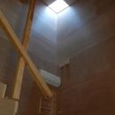 house kの写真 光が差し込む階段
