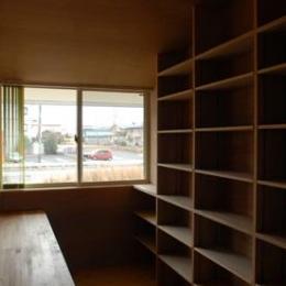 house k (2階にある本棚)