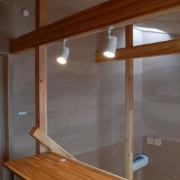house k (タモの集成材で造った造作机)