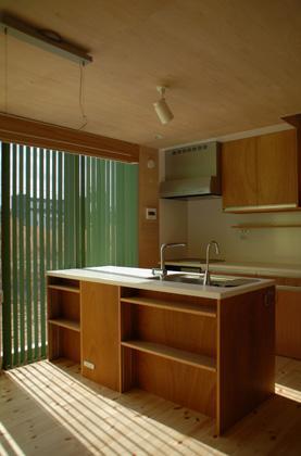 house k (光の入る明るいキッチン)