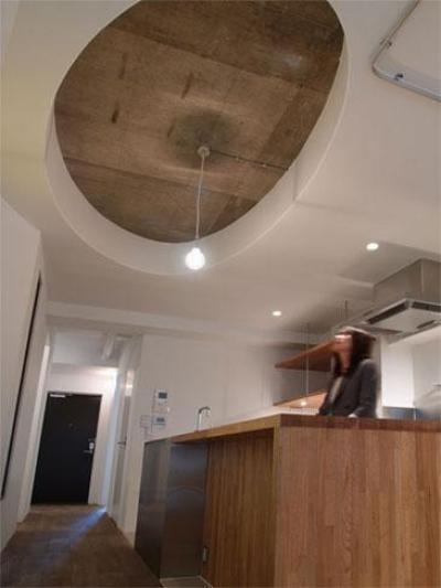 キッチン (aki-廊下に「広場」、バルコニーに風呂)