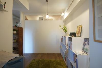 個室 (aki-廊下に「広場」、バルコニーに風呂)