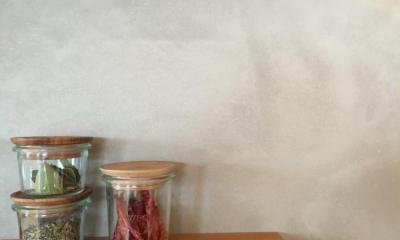 文京区Iさんの家 (モルタル仕上げのキッチン壁面)