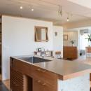 文京区Iさんの家の写真 キッチンから玄関・浴室を望む